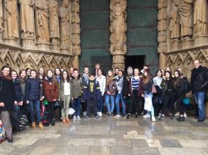 Der Dauerregen konnte ihrer guten Laune nichts anhaben: die 9er vor der Kathedrale in Metz